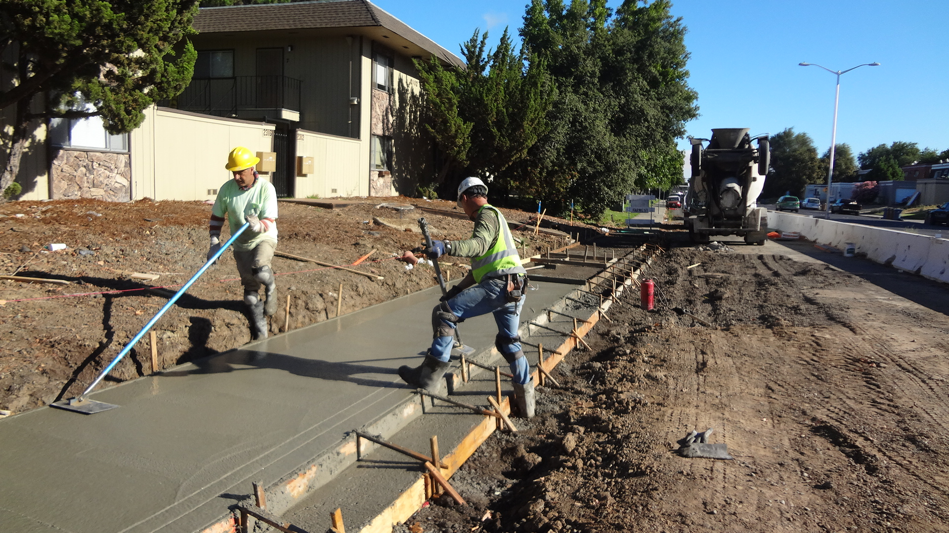 Pouring-Concrete-